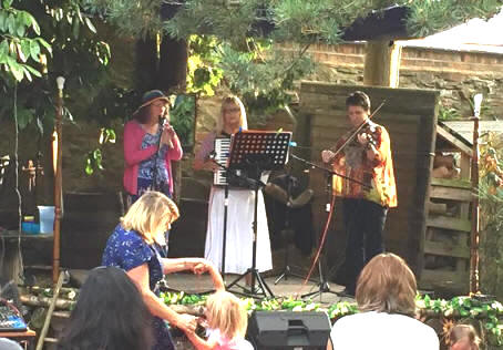 Drowsy Maggies perform at The Green Place